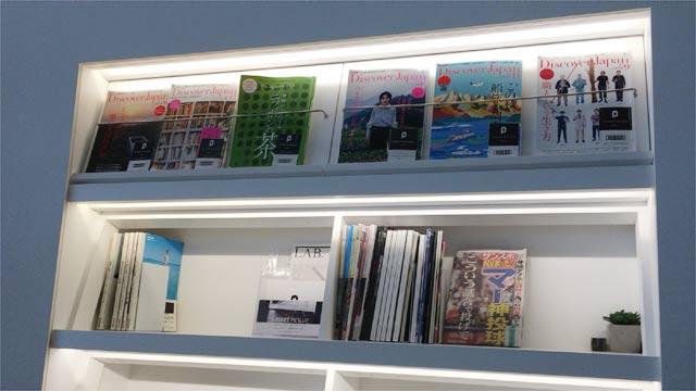 羽田空港 POWER LOUNGEの雑誌類