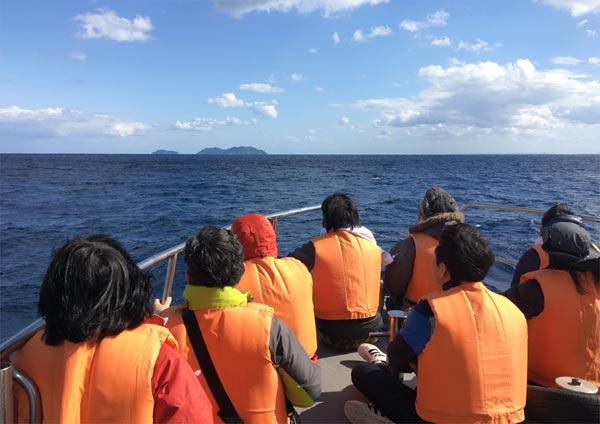 沖縄ホエールウォッチング 2階デッキからの視点