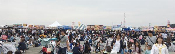 日米友好祭 飲食ブースの行列
