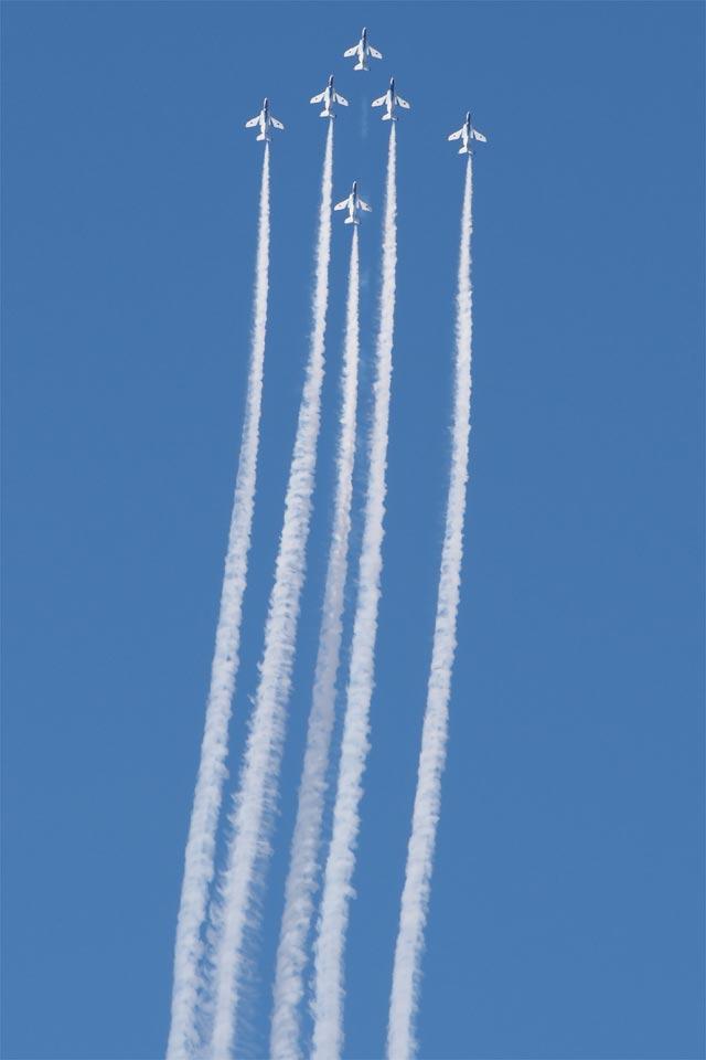 入間航空祭2017 ブルーインパルス 6機で垂直上昇
