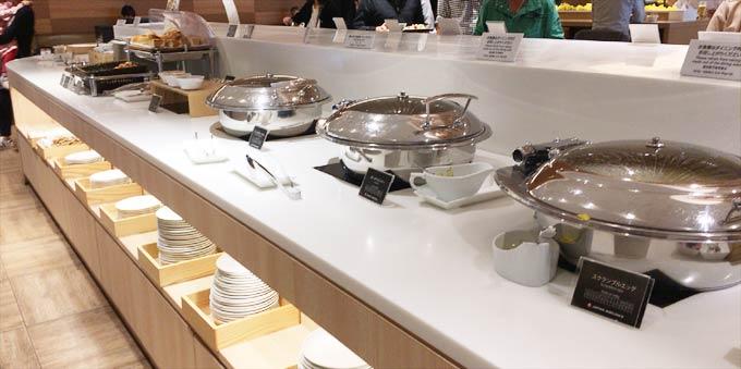 羽田空港 国際線 JALサクララウンジ ザ・ダイニングの食事例