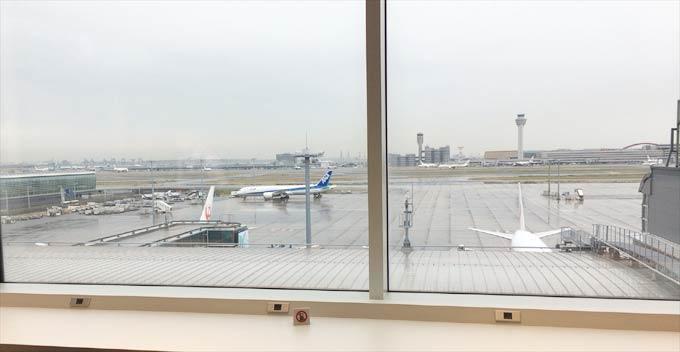 羽田空港 国際線 JALサクララウンジから見える飛行機