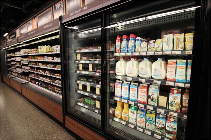 ミルクなどの飲み物コーナー