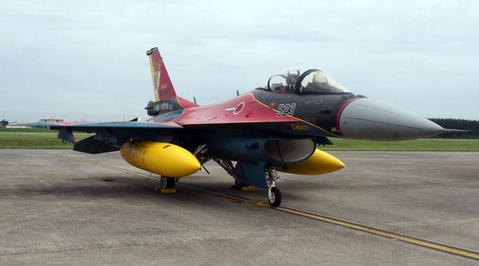 日米友好祭2019でのF-2特別塗装機