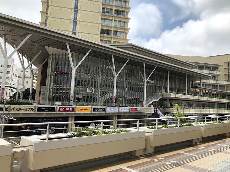 旭橋の沖縄観光情報センター