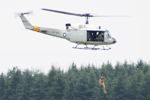 ヘリコプターによる救出訓練の様子