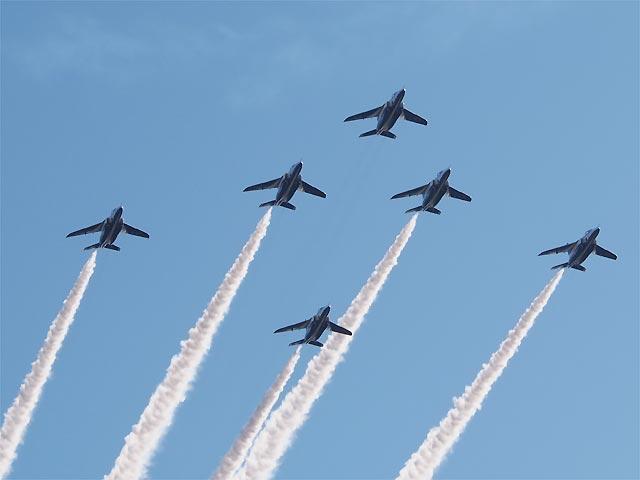 入間航空祭2017 ブルーインパルス 6機での編隊飛行