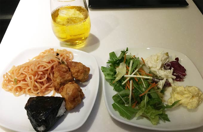 羽田空港国際線 ANAラウンジの食事例