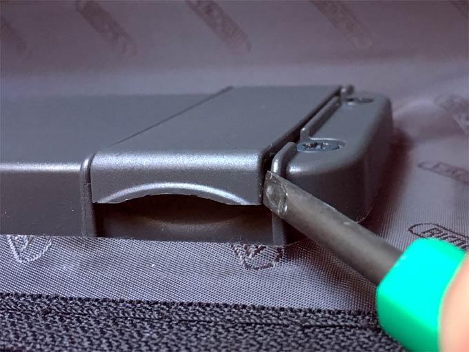 リモワ電子タグ用に、単4電池2本を入れる