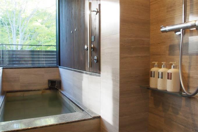 軽井沢マリオット 温泉ビューバス付 プレミアルーム 浴室