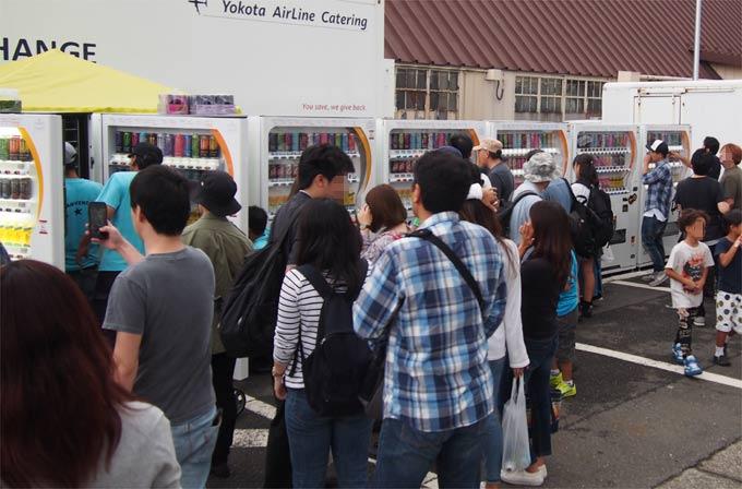 日米友好祭でのエナジードリンクなどの自動販売機