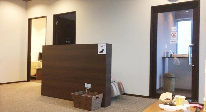 徳島空港 ラウンジ・ヴォルティスの個室、マッサージチェア、喫煙室