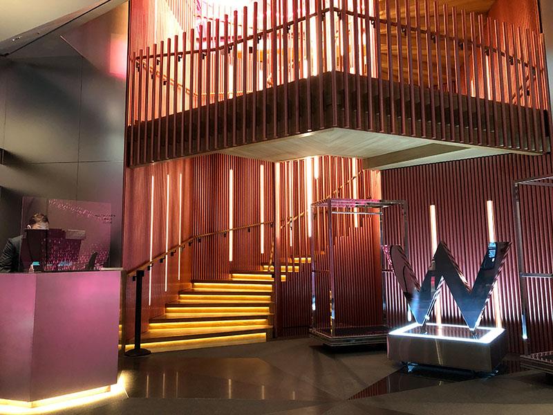 Wホテル大阪 1階